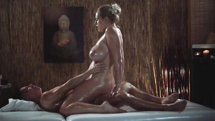 Эротический массаж члена большими сиськами