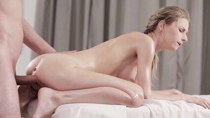 Максимальный секс массаж, Nikia Gets получает во все дыры