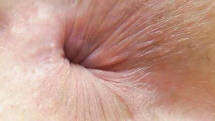 Видео женская жопа и анус крупным планом вблизи