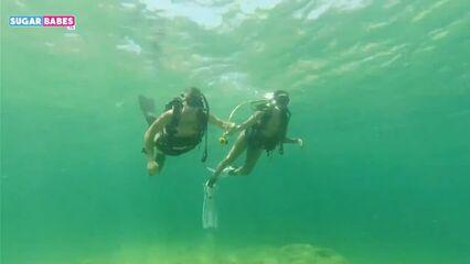 Греческая модель Sofia Pavlidi сосет член под водой