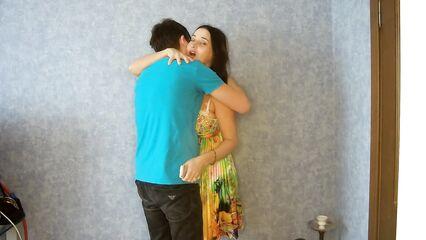 Молодой любовник лижет жопу зрелой женщины.