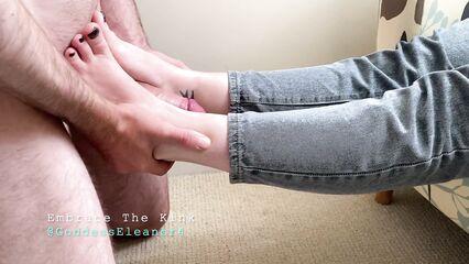 Сегодня я жены раб, и лижу ее ноги