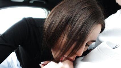 Минет на парковке гипермаркета «Лента» с проглотом спермы в машине
