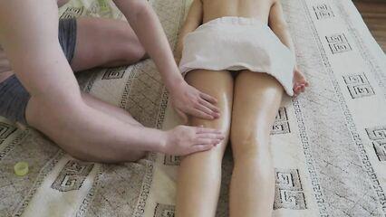 Эротический массаж попы перешел в анальный секс.